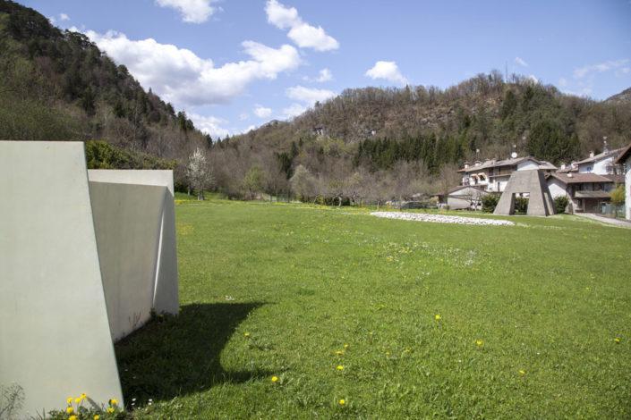 Gallery-Regione-Durand-Art-Park-Arte-Natura-Musica-Collezione-Egidio-Marzona-Collezionista-Daniel-Galleria-Monika-Zak-Branicka-Eva-Basso-Agnese-Toniutti-Contemporary-Contemporanea-Artista-Artist-Artists-Artisti-Musicisti-Musicista-Musician-Musicians-Curator-Curators-Event-Festival-Gig-Concert-Live-Concerto-Evento-Performance-Performances-Italy-Italia-Friuli-Venezia-Giulia-Carnia-Tolmezzo-Verzegnis-Parco-Giardino-Montagna-Mountains-Montagne-Mountain-Wild-Free-Libero-Lake-Lago-River-Fiume-Walking-Camminare-Escursione-Walk-Talk-Guided-Tour-Tourism-North-Nord-Collector-Dresden- Staatliche-Kunstsammlungen-Bielefeld-italo-tedesco-deutsch-italienischer-Galerist-Kunstsammler-Sammlung-Avantgarde-Kunstsammlung-Bauhaus-Duchamp-Dada-Fluxus-Conceptual-Concettuale-Minimal-Minimalismo-Friaul-Nordosten-Italien-Deutschland-Italiens-Povera-Minimalismus-Concept-Ideas-Archiv- Archivio-Staatlichen-Museen-Berlin-Berlino-Germania-Germany-Archiv-der-Avantgarden-Ada-Dresda-Bruce-Nauman-Lawrence-Weiner-Richard-Serra-Richard-Nonas-Dan-Graham-Jannis-Kounellis-Mario-Merz-Richard-Long-EvaBasso-Germano-Celant-Arteventi-Udine-Trieste-Pordenone-Zoncolan-Villa-Santina-Arzino-Gnaustock-gnaus-Igersfvg-fvg-Igers-Instagram-Facebook-Pace-Peace-Imperdibile-Unico-Internazionale-International-Around-Travel-Traveller-Viaggi-Viaggio-Giugno-June-Peter-Kogler-Grosvenor-Vincent-Pèraro-Perraro-Sculpture-Scultura-Land-Art-Earth-Works-Stephen-Kaltenbach-Marcus-Schneider-Photographer-Photography-Casa-Design-Home-Museum-Museo-Rete-Museale-Carnia-Musei-UTI-Comune-Verzegnis-Treppo-Carnico-Galleria-Arte-Moderma-De-Cilla-Enrico-Museo-Carnico-delle-Arti-popolari-Michele-Gortani-Salotto-Musicale-FVG-Hauskonzerte-Sol-Le-Witt-SolLeWitt-Robert-Barry-Guggenheim-Peggy-New-York-Moma-Fondazione-Prada-Castello-di-Rivoli-Fondazione-Trussarti-Massimiliano-Gioni-Lara-Facco-Cecilia-Canziani-Simone-Menegoi-IED-Roma-Rome-Venice-Venezia-Biennale-Mostra-Internazionale-Bernd-Lohaus-Lapsus-Video-Coro-Pop-Magico-Butik-Colelctive-Rave-East-Vi